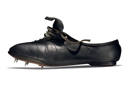 1954 - W tych butach Emil Zatopek zdobywa 3 złote medale na Olimpiadzie. Nikt nie powtórzył jego wyczynu.